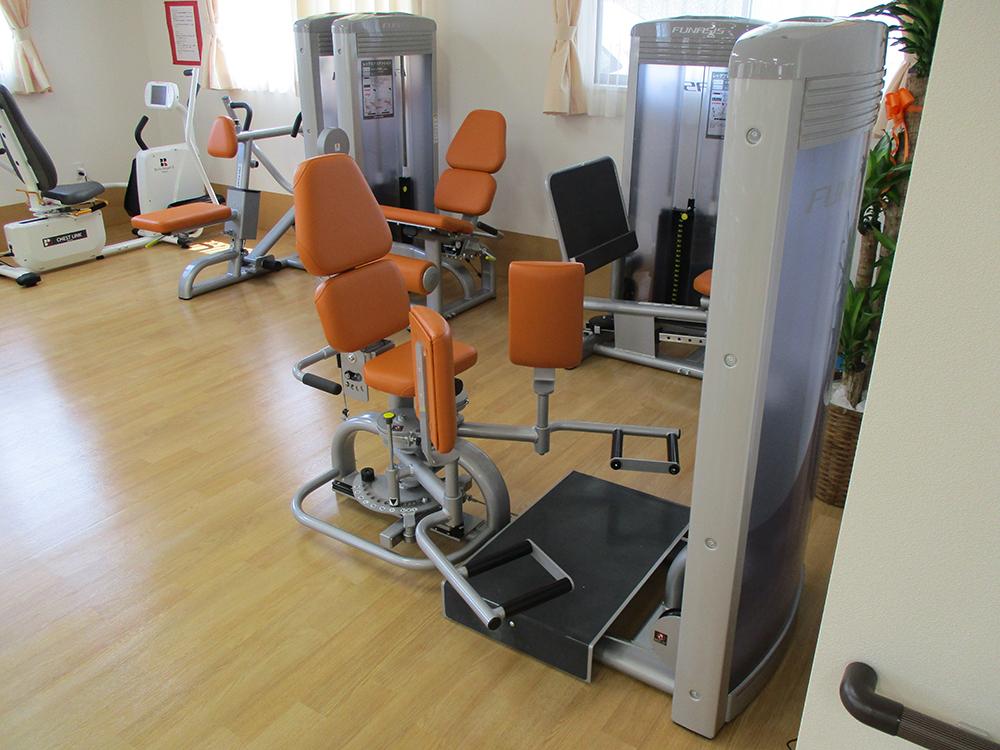 筋力トレーニングマシン01