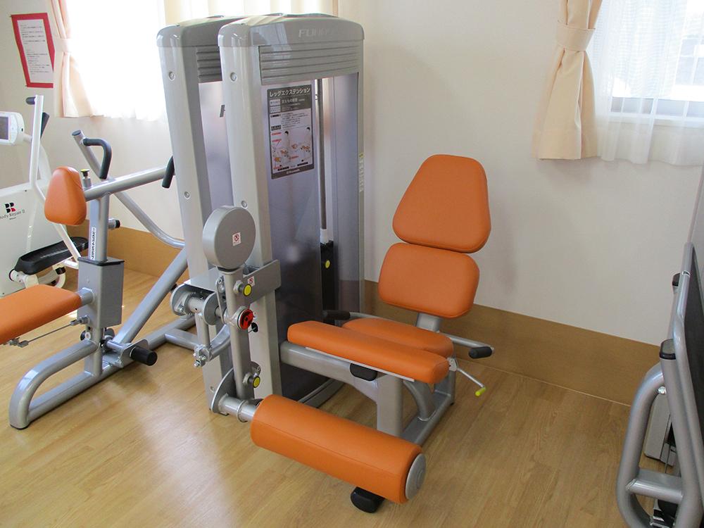筋力トレーニングマシン03